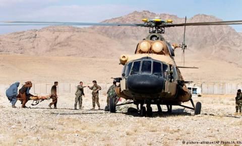 Καταρρίφθηκε από τους Ταλιμπάν το ελικόπτερο στο Αφγανιστάν – Κρατούν 18 αιχμαλώτους