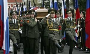 Με στρατιωτικές τιμές κηδεύτηκε ο Ρώσος πεζοναύτης που σκοτώθηκε στη Συρία (video)