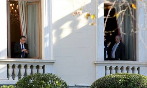 Άγριος καυγάς Κουμουτσάκου – Κουίκ στο Προεδρικό Μέγαρο