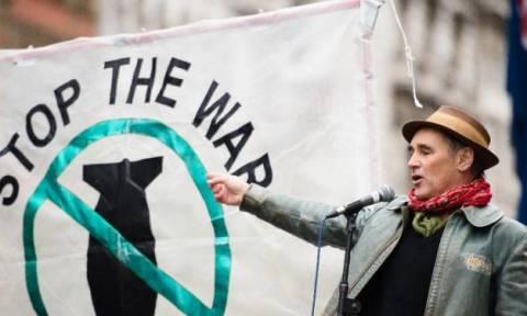 Ισπανία: Διαδήλωση στους δρόμους κατά της εμπλοκής στη Συρία - Αποφεύγει να πάρει θέση ο Ραχόι (pic)