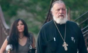 Το Οικουμενικό Πατριαρχείο «ξύρισε» τον ιερέα με τα ροζ βίντεο