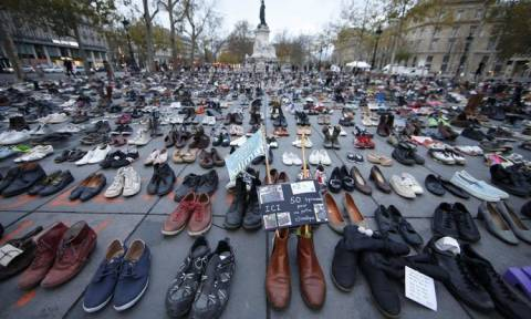 Παρίσι: Χιλιάδες παπούτσια στην Place de la Republique