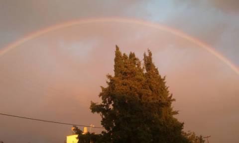Εντυπωσιακό θέαμα στην Ξάνθη: Ουράνιο τόξο «σκέπασε» την πόλη μετά την κακοκαιρία (photos)