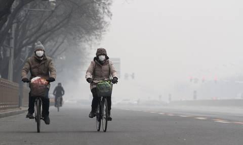Συγκλονιστικές εικόνες: Το Πεκίνο «πνίγεται» στην αιθαλομίχλη (photos)