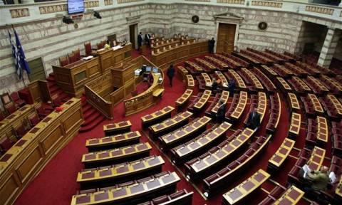 Βουλή: Αποχώρησε το ΠΑΣΟΚ από την Ολομέλεια