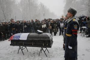 Στην Αλέα των Ηρώων παρουσία χιλιάδων πολιτών κηδεύτηκε ο Ρώσος πιλότος (photos+videos)