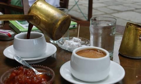Τρία μπαχαρικά που αρωματίζουν θεσπέσια τον πρωινό καφέ