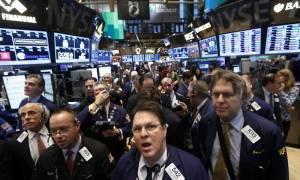 Γέλεν και πετρέλαιο «έριξαν» τη Wall Street