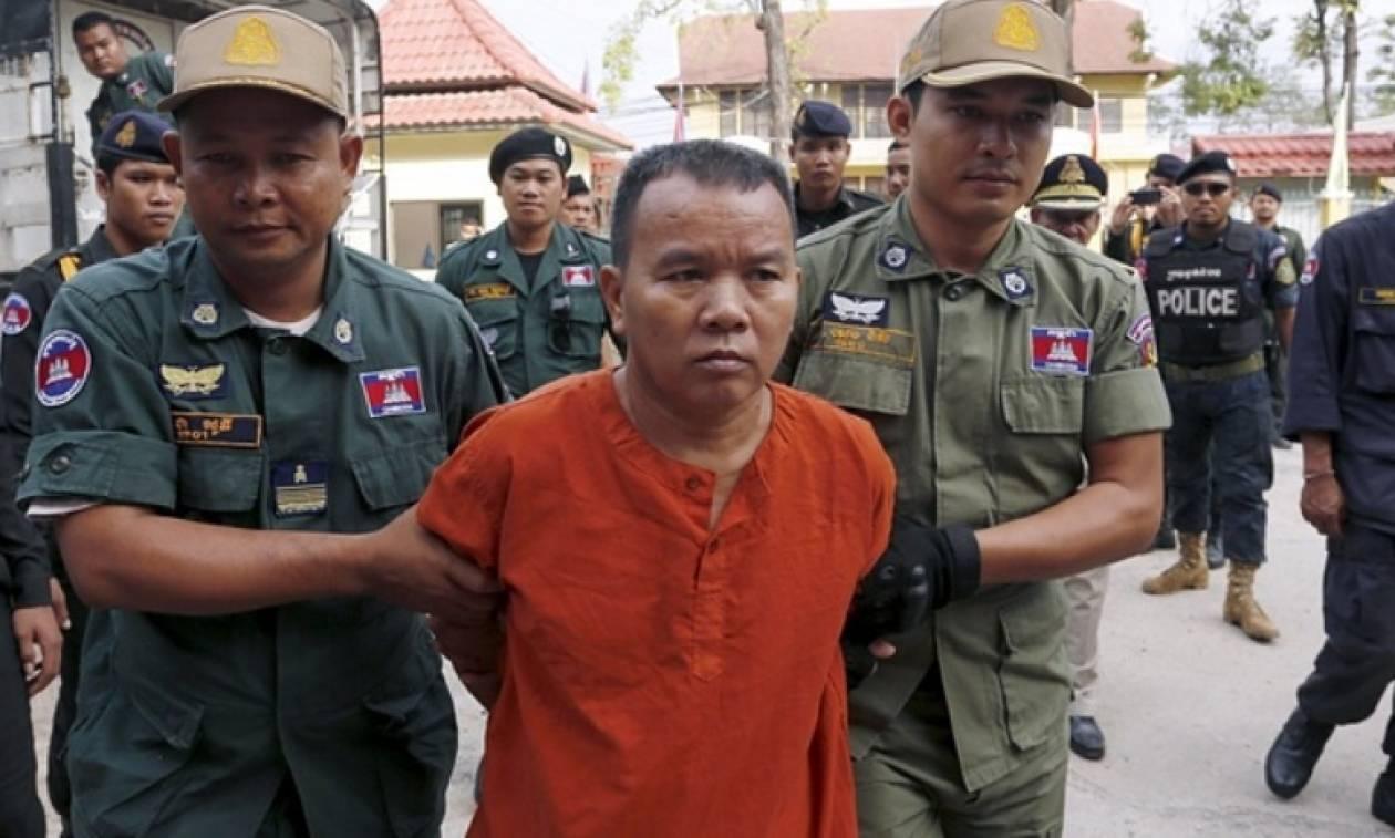 Καταδικάστηκε σε 25 χρόνια κάθειρξη γιατί μόλυνε τους ασθενείς του με AIDS!
