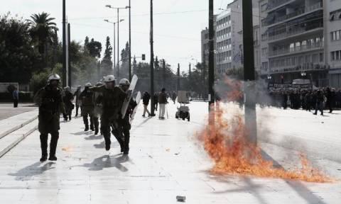 Γενική απεργία: Επεισόδια στο κέντρο της Αθήνας στο περιθώριο των συλλαλητηρίων (photos - videos)