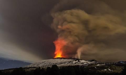 Εντυπωσιακό! Η Αίτνα εκρήγνυται... ο ορίζοντας παίρνει «φωτιά» (photos)