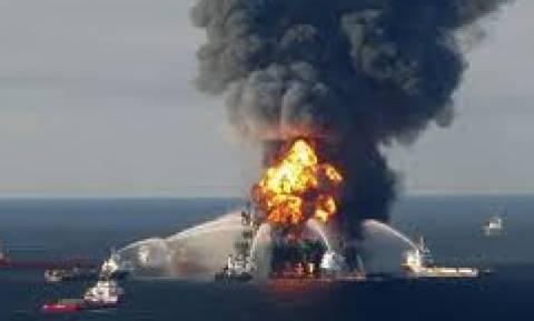 Μεγάλη φωτιά σε πλατφόρμα στην Κασπία Θάλασσα - Φόβοι για δεκάδες εγκλωβισμένους εργάτες
