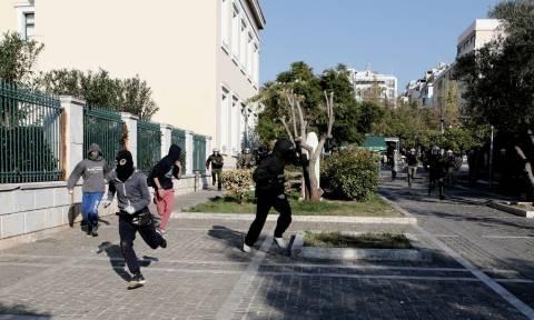 Επέτειος Γρηγορόπουλου: Πετροπόλεμος στα Προπύλαια (photos)