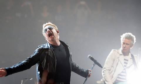 Eagles of Death και U2 μαζί στο πληγωμένο Παρίσι (photos + video)