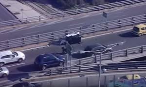 Τούμπαρε αυτοκίνητο στον Κηφισό - Απεγκλωβίστηκε ο οδηγός (video)