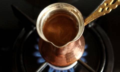 Ο «ακριβός» καφετζής και τα αμύθητα ποσά φοροδιαφυγής σε όλη την Ελλάδα που εντόπισε το ΣΔΟΕ