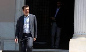 Επαφές Τσίπρα στο Μαξίμου με βουλευτές του ΣΥΡΙΖΑ