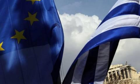 SZ: Η Ελλάδα αξίζει βοήθεια – Περίεργη η συμπεριφορά της Ε.Ε.