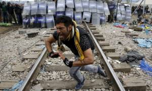 Στη Μυτιλήνη επιστρέφουν για νέα «χαρτιά» όσοι μετανάστες δεν πέρασαν από τα Σκόπια