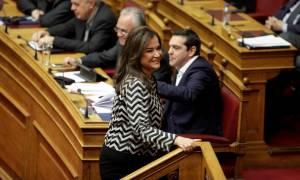 Κόντρα Τσίπρα – Μπακογιάννη στη Βουλή
