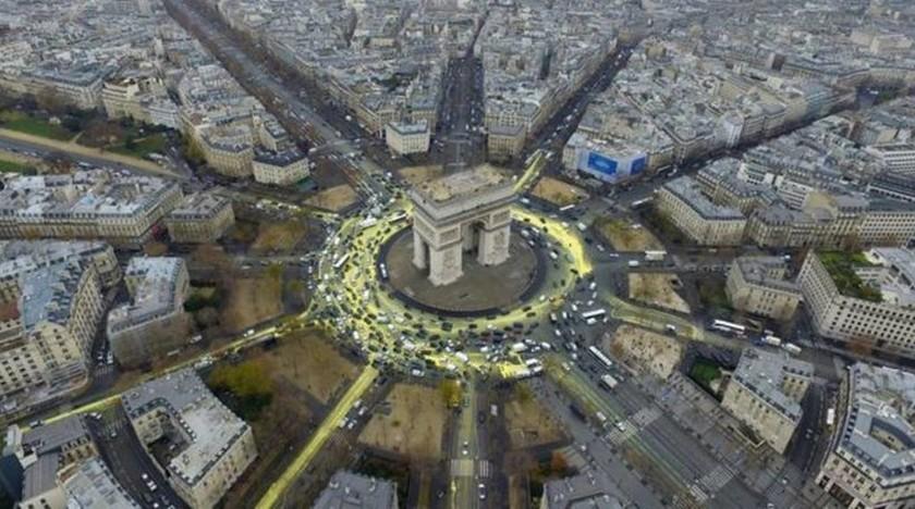 Ακτιβιστές της Greenpeace «κιτρίνισαν» τον δρόμο γύρω από την Αψίδα του Θριάμβου (pics)