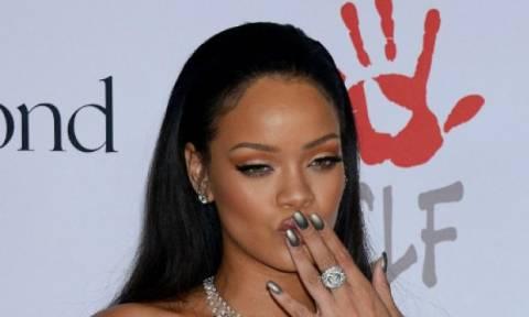 Hot or Not; Η εμφάνιση της Rihanna στο κόκκινο χαλί που μας δίχασε