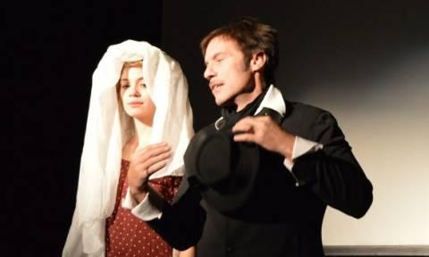 O Στράτος Τζώρτζογλου με το έργο «Love – Βαλς με τον Έρωτα» στην Αστόρια