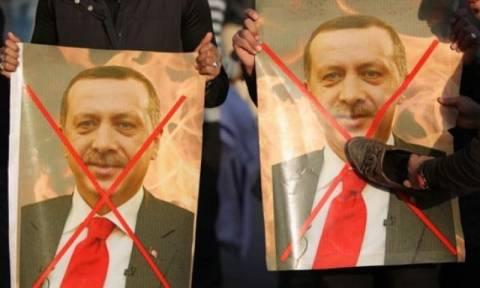 Οργή και απειλές από χιλιάδες Ιρακινούς εναντίον της Τουρκίας