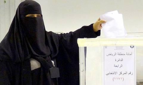 Σαουδική Αραβία: Γυναίκα εξελέγη στο δημοτικό συμβούλιο της Μέκκας