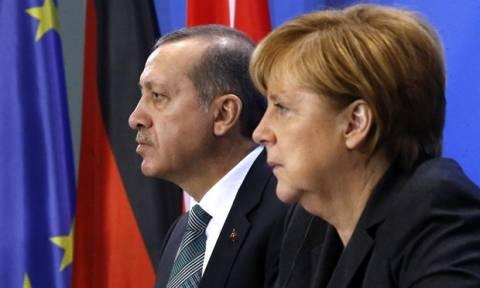 Η Ελλάδα συγκαλεί μίνι-σύνοδο κορυφής με Γερμανία και Τουρκία για το προσφυγικό