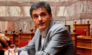 Βουλή: Αντιδράσεις για την κατεπείγουσα διαδικασία – Προειδοποίηση από Τσακαλώτο