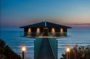 Απίστευτο σπίτι: Επιπλέει στη θάλασσα ή όχι; (pics)
