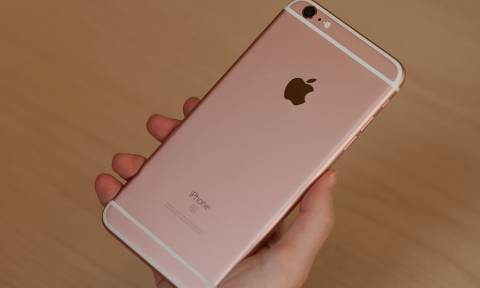 Το «μαγικό κόλπο» που θα κάνει πιο γρήγορο το iPhone σας και το μυστικό κουμπί του που σώζει ζωές