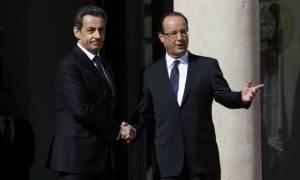 Γαλλία: Ο Ολάντ ξεπέρασε τον Σαρκοζί σε δημοφιλία για πρώτη φορά μετά το 2012