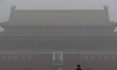 Η ατμοσφαιρική ρύπανση «πνίγει» το Πεκίνο - «Κόκκινος συναγερμός» για δεύτερη φορά