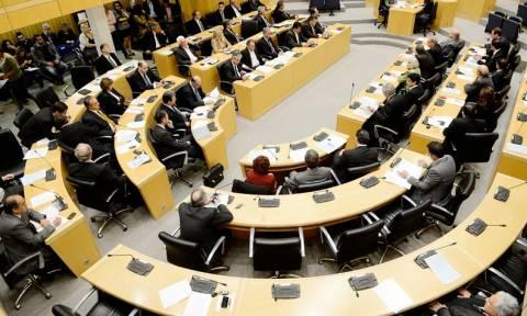Κύπρος: Εγκρίθηκε οριακά ο τελευταίος μνημονιακός προϋπολογισμός
