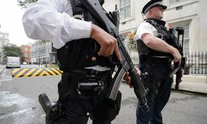 «Τρέξτε, κρυφτείτε και βάλτε το κινητό σας στο αθόρυβο» - Τι εννοούν οι Βρετανοί; (video)
