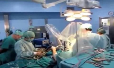 Έπαιζε σαξόφωνο κατά τη διάρκεια χειρουργικής επέμβασης στον εγκέφαλο (video)