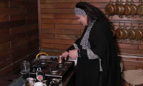 «Από την Πόλη στην Ανατολή»: Η Μαρία Εκμεκτσίογλου μαγειρεύει από τα Μουδανιά