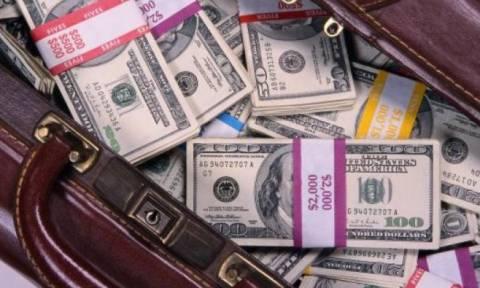 Βραβείο τιμιότητας: Σερβιτόρος βρήκε τσάντα με 32.000 δολάρια και την παρέδωσε