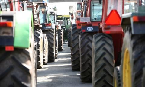 Αναμμένες κρατούν τις μηχανές των τρακτέρ τους οι αγρότες - Προανήγγειλαν νέες κινητοποιήσεις
