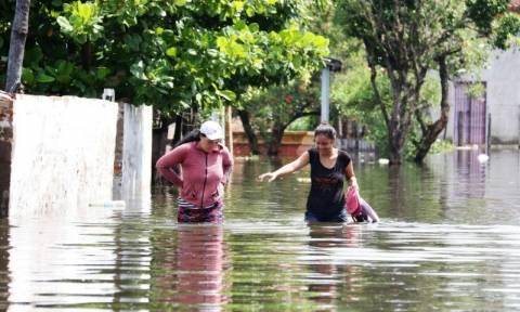 Φονικές πλημμύρες στην Παραγουάη: Δεκάδες χιλιάδες εγκαταλείπουν τις εστίες τους (Vid)