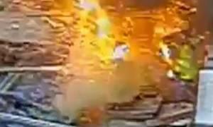 Τρόμος σε εργοτάξιο: Εργάτης έκοψε καλώδιο 11.000 βολτ! (video)
