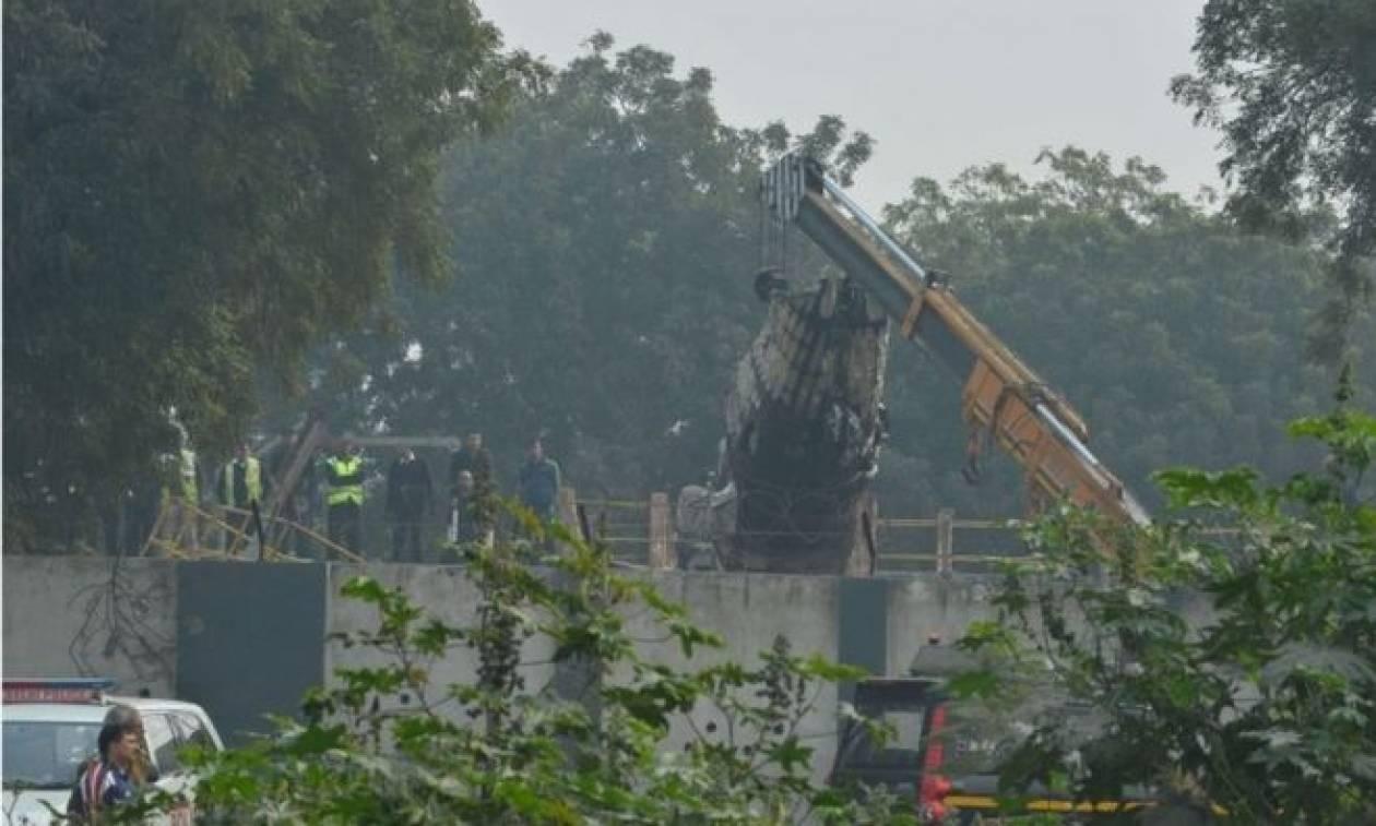 Πτώση αεροσκάφους στην Ινδία - Δέκα οι νεκροί (video+photos)