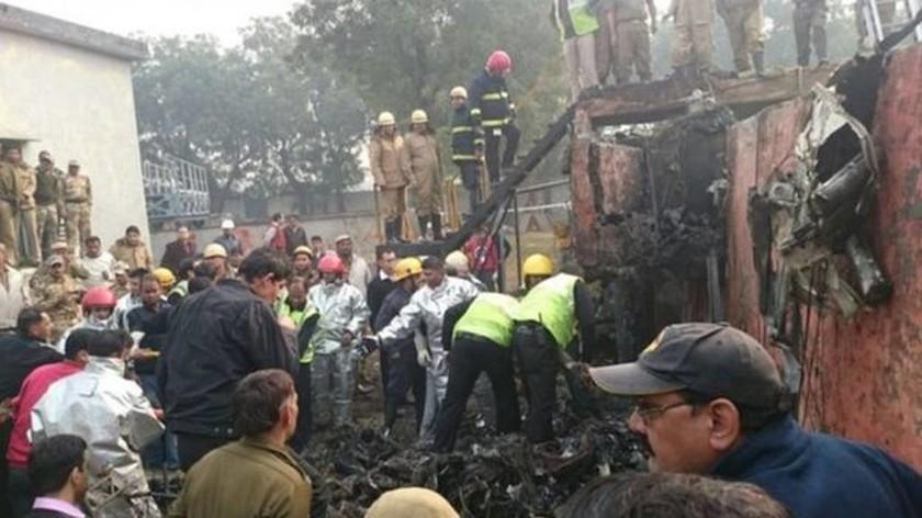 Πτώση αεροσκάφους στην Ινδία - Τουλάχιστον 10 οι νεκροί (photos)