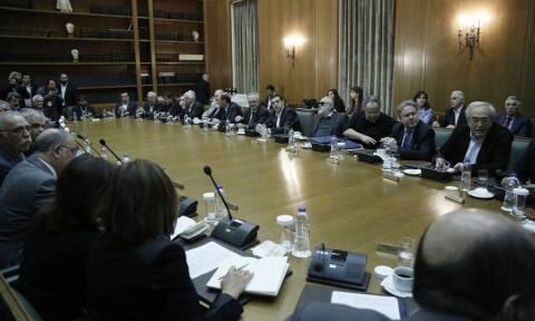 Κυβερνητικός «μποναμάς» με νομοσχέδια-φωτιά για τους Έλληνες