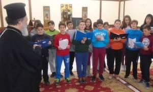 Μαθητές σχολείων έψαλλαν τα κάλαντα στον Μητροπολίτη Χαλκίδος