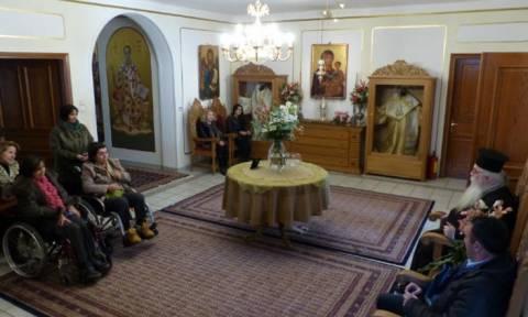 Μητροπολίτης Καστοριάς: Ευλόγησε μέλη του Συλλόγου Ατόμων με Σκλήρυνση κατά Πλάκας(vid)