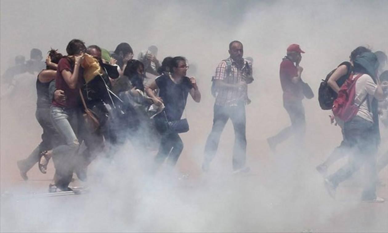 Τουρκία: Επεισόδια και συγκρούσεις στις κηδείες των γυναικών που σκότωσε η αστυνομία