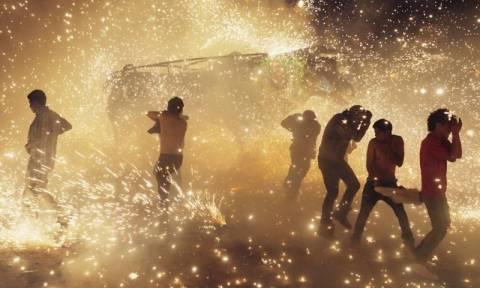 Περού: Τι συμβαίνει όταν δύο τόνοι βεγγαλικών εκρήγνυνται κατά λάθος; (Vid)